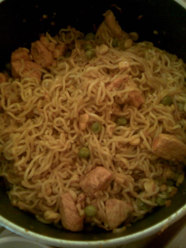chicken veggie noodles pic